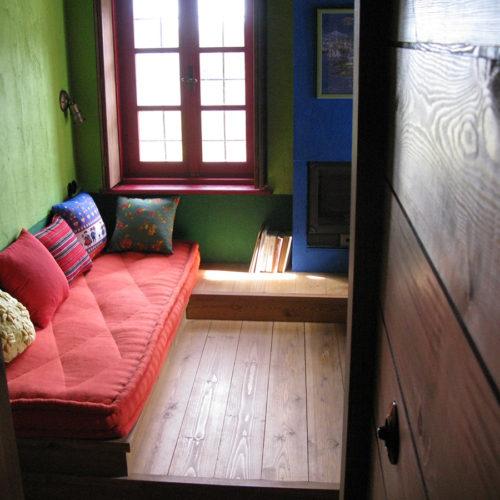 Anémi comprend 7 chambres, la cuisine, la ferme, et donne sur les haut-plateaux de Zagori. C'est une maison à la campagne !