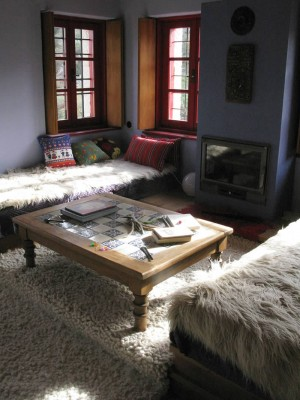 CHAMBRES DE LA MAISON D'HÔTES: Anémi comprend 7 chambres, la cuisine, la ferme, et donne sur les haut-plateaux de Zagori. C'est une maison à la campagne !