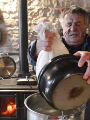 Σάββατο 30 Μαΐου, απόγευμα, ζαγορίσια boulangerie. Με δικά μας γαλακτοκομικά προϊόντα και μίνι τυροκόμιση, ψήνουμε και γευόμαστε γαλατόπιτα, παγουδόπιτα, quise lorraine, soufle και ότι τραβάει η ψυχή μας..