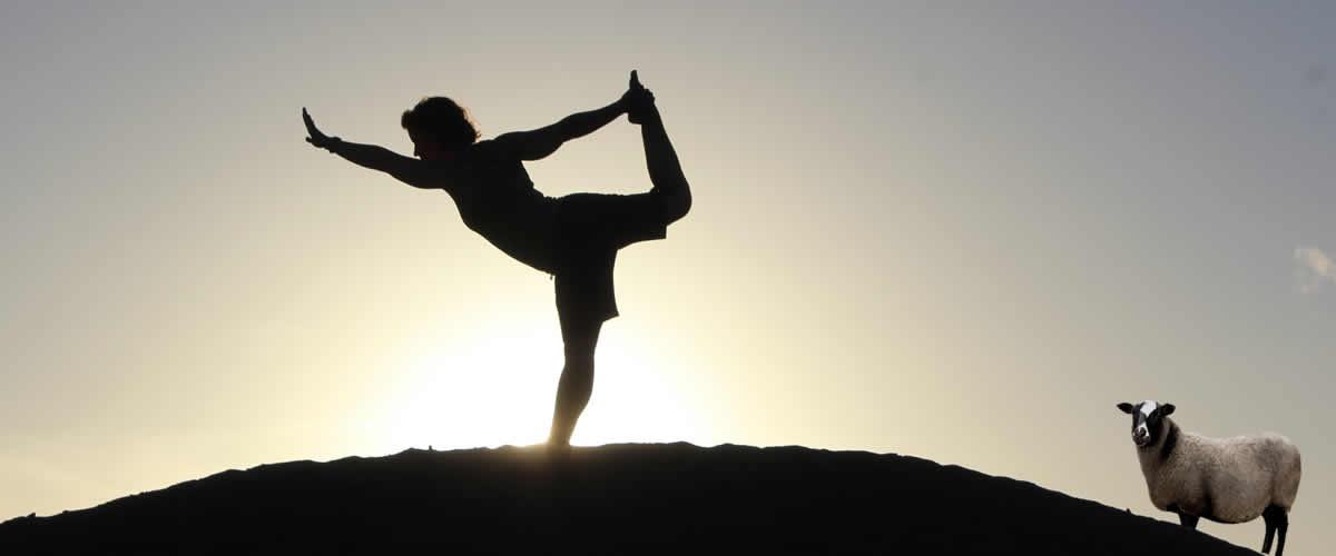 2 διανυκτερεύσεις σε δίκλινο δωμάτιο, 8 yoga sessions (μικρά και μεγαλύτερα) με την Sabrina Auge, 6 detox γεύματα (πρωινό, μεσημεριανό, βραδινό), τσάι, δροσιστικά κοκτέιλ φρούτων, σημειωματάριο για feedback με συνταγές και συμβουλές από τη Sabrina | WEEKEND YOGA DÉTOX À ANÉMI