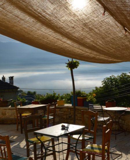 Anémi comprend 7 chambres, la cuisine, la ferme, et donne sur les haut-plateaux de Zagori. C'est une maison à la campagne ! Au rez-de-chaussée, là où autrefois il était coutume de loger les animaux de la ferme